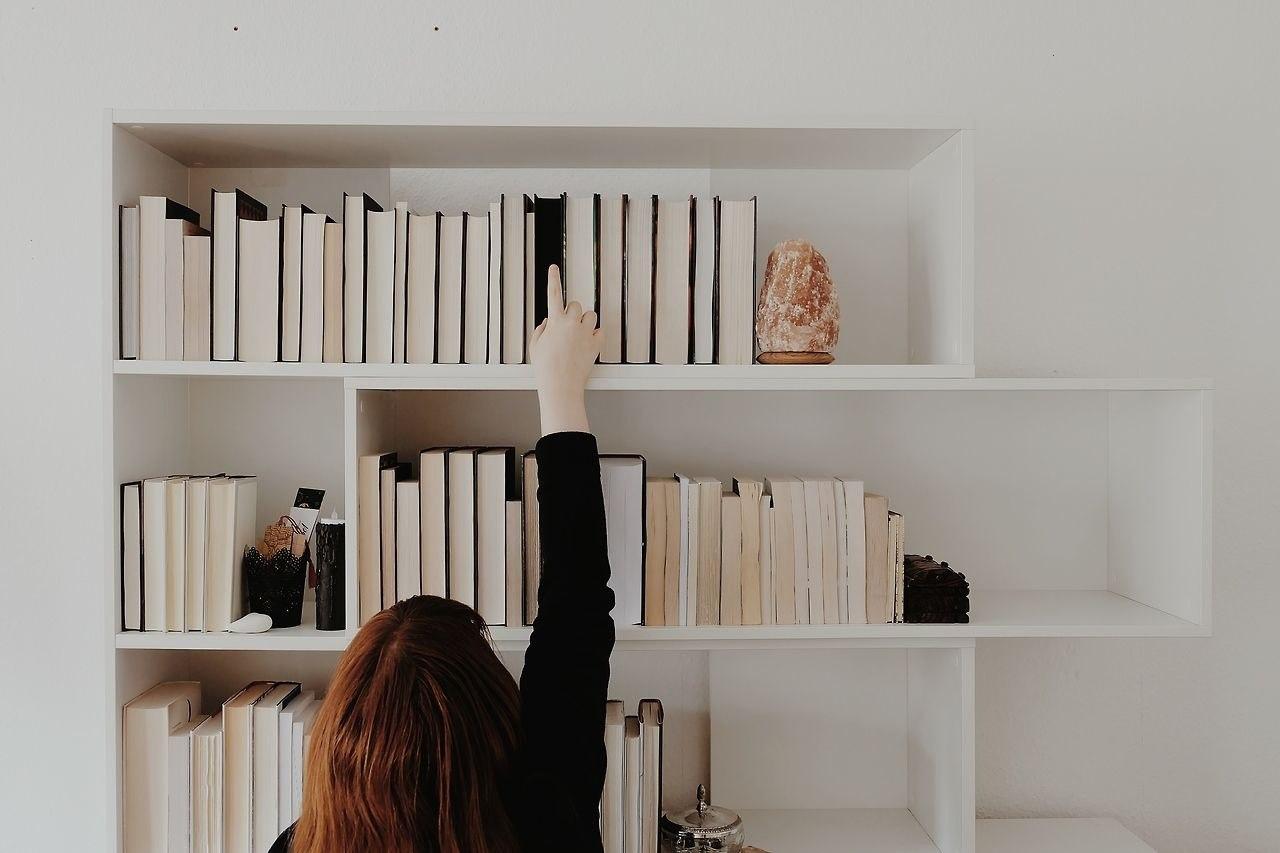 Вместе с блогером _books сделали для вас подборку зарубежных книг, по которым...