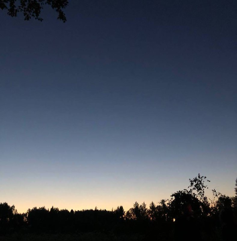 Звёздный котёл  Одна  В темноте  В пустоте  В лунном кратере До сенью...