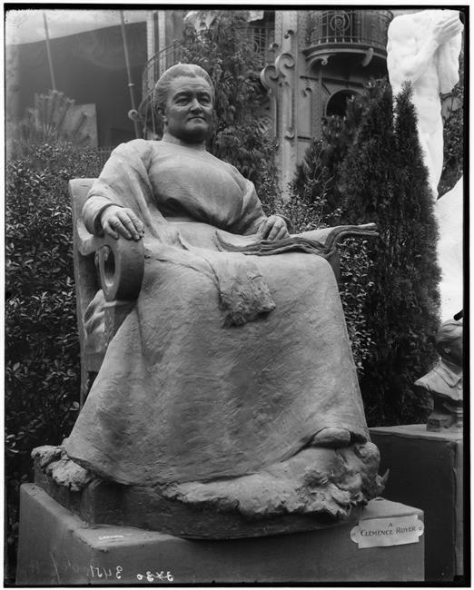 Статуя Клеманс Руайе в Париже