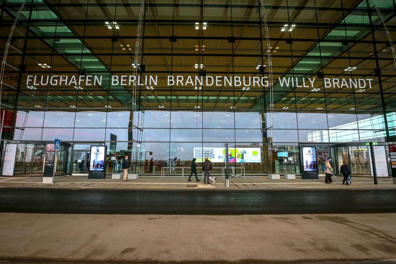 1. «В разделенном Берлине было два аэропорта, оба построены сразу после войны...