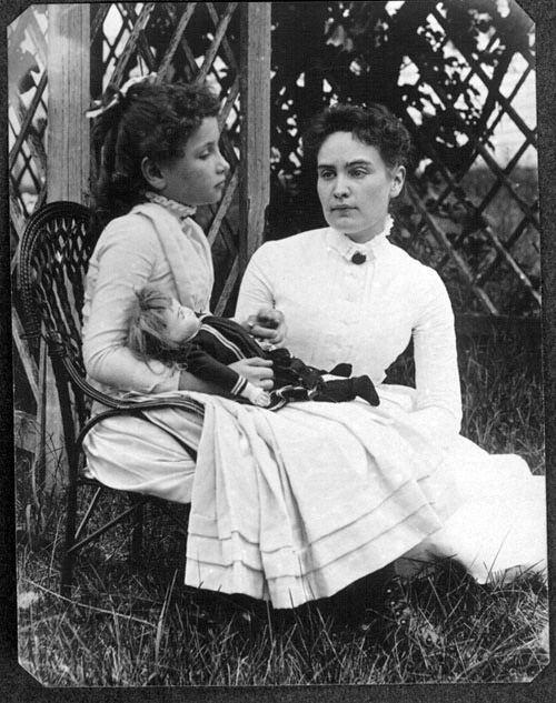 Хелен Келлер с учительницей Энн Салливан
