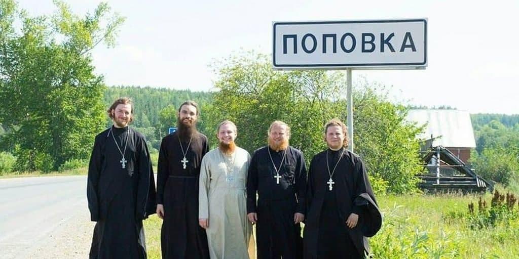 pravila-bezopasnogo-povedeniya-v-cerkvi-hamstvo-i-dress-kod-obschiy-trend-ili