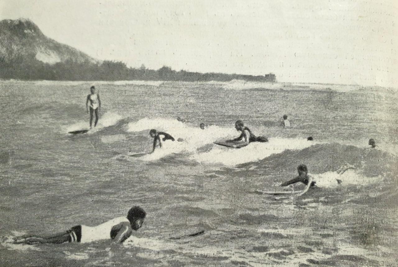 Катанье по бурунамъ  Гавайи, Сандвичевы острова, эту маленькую землю брошенную...