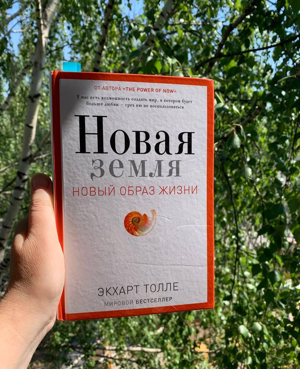 Кому ни скажу, все смеются, что Ира читает Брежнева) Вот так у нас это в...