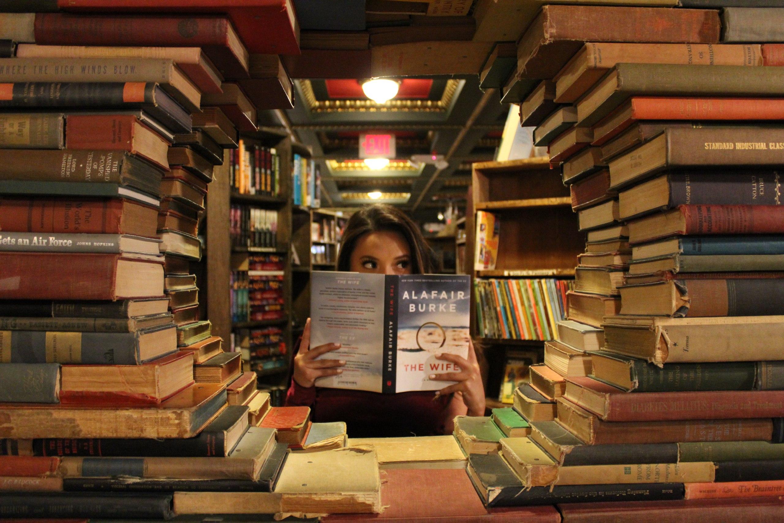 Есть среди нас писатели, художники, фотографы, литературные критики или другие...