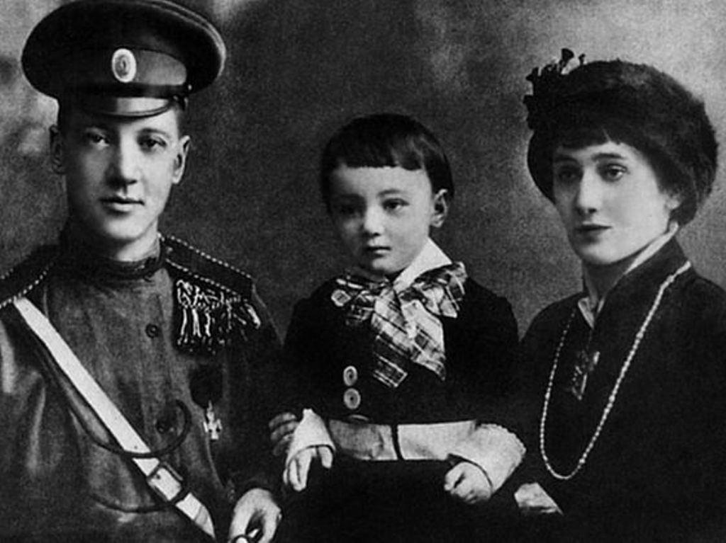 ???? «Абьюзер» Николай Гумилёв  Еще при жизни Ахматовой и Гумилёва родился миф о...