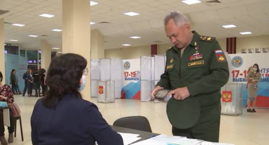 На паспорте Сергея Шойгу заметили обложку в дореволюционном стиле  На обложке...